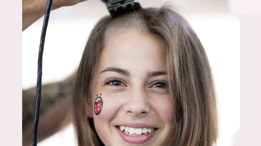 Girl-Shave-Her-Head